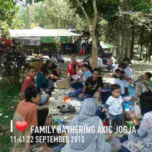 Makan bareng di Taman Kiai Langgeng